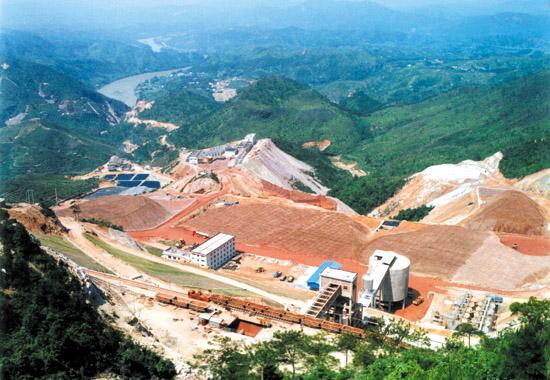 中国最大的露采金铜矿紫金山铜矿